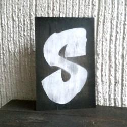 """Cartel Rotulado B/N """"Letra S"""""""
